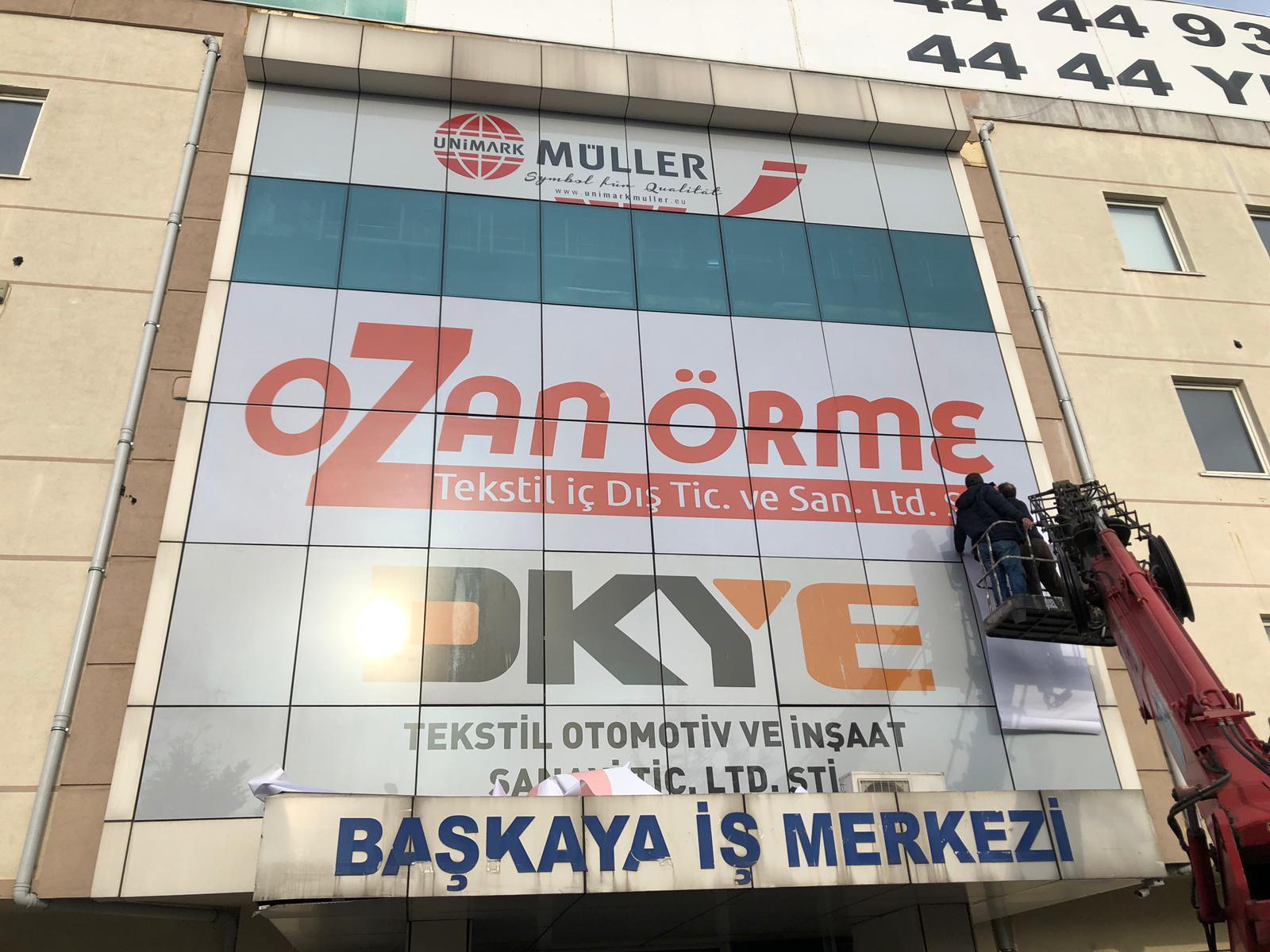 Ozan Örme Cephe Reklamı