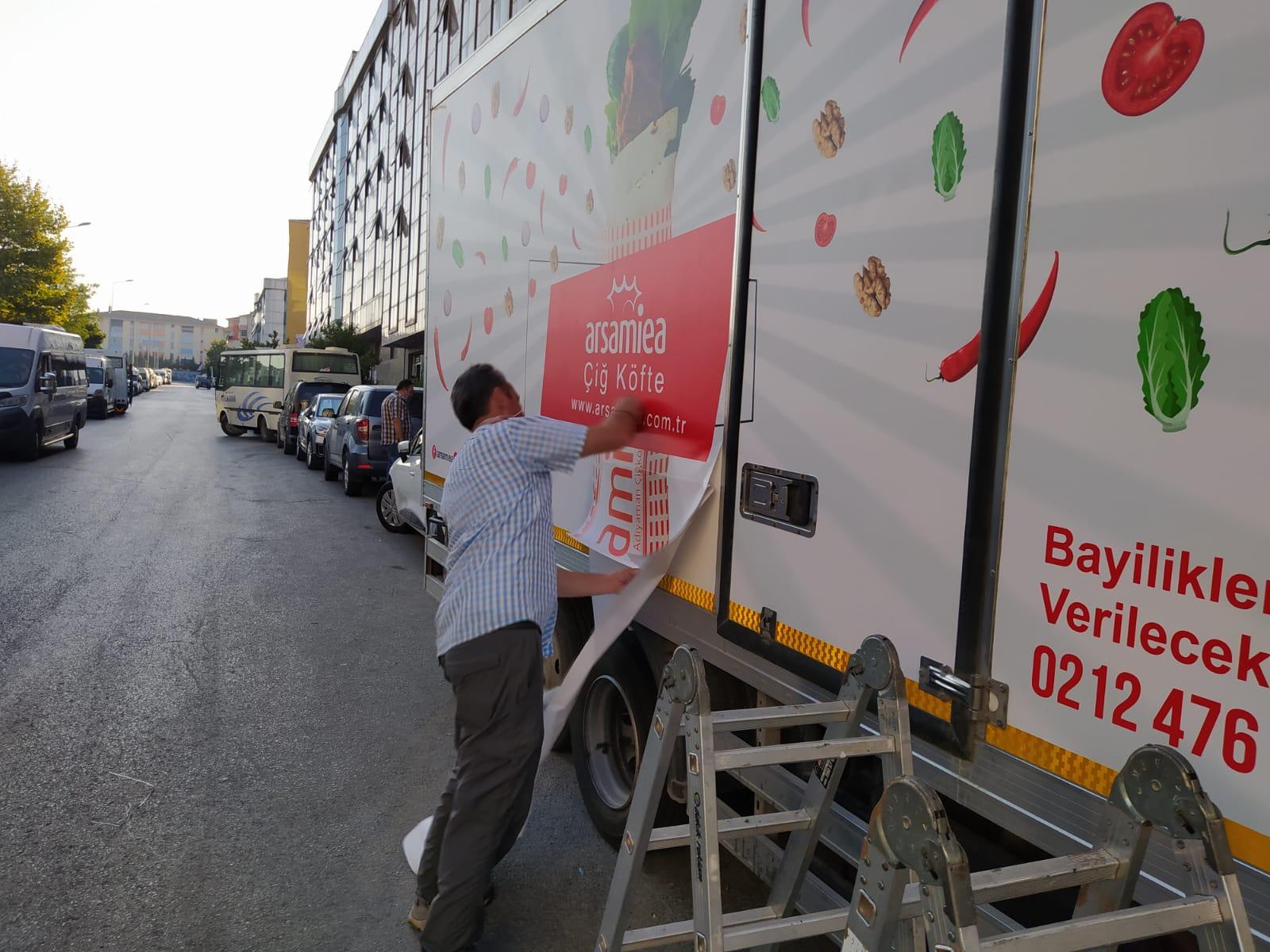 Kapalı kasa reklam kaplama kamyonet