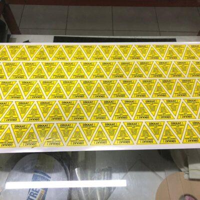 üçgen etiket baskes